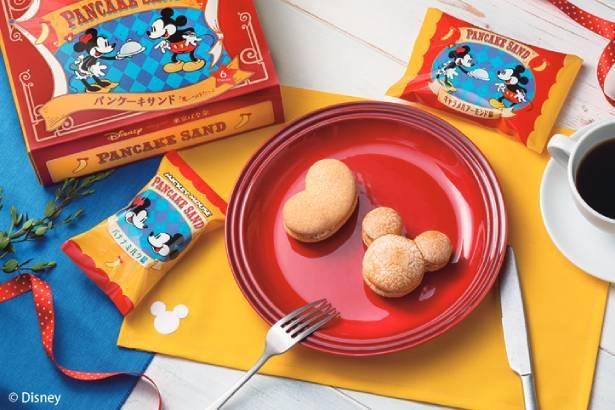 「ミッキーマウス / パンケーキサンド『見ぃつけたっ』」(4個入り、税込1080円)。レトロなパッケージもかわいい