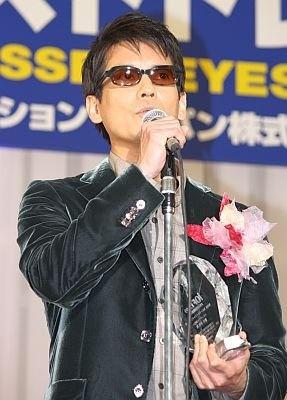 この日は濃い色のサングラスで登場した唐沢さん