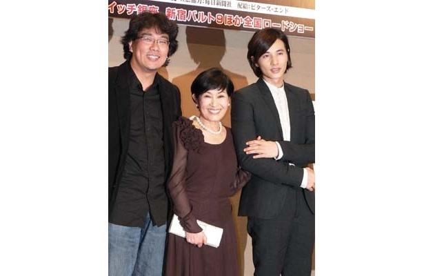 左からポン・ジュノ監督、キム・ヘジャ、ウォンビン