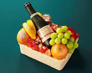 """""""シャンパンボトル入りの箱""""ではなくクリスマスケーキ?プリンスホテルの華やかクリスマス"""