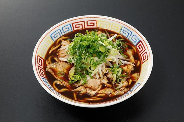 真っ黒なスープにもっちりした手打ち麺を合わせた「長尾中華そば」の新メニュー「津軽煮干★★BLACK」(税込850円)