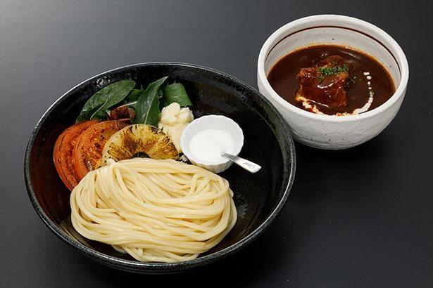 「東京らーめん いな世」の「ビーフシチュー つけ麺」(税込1200円)。ヨーグルトを入れると味がまろやかになる
