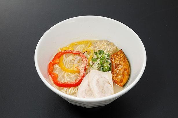 【写真】味噌を溶かして味の変化を楽しめる「名古屋らーめん なご家」の「冬の鶏白湯(MISO×チーズ)」(税込1000円)