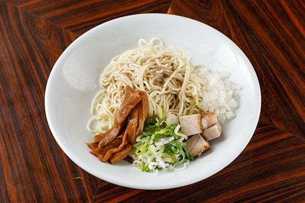 「長尾中華そば」の「和え玉」(税込200円)は、期間限定ラーメンをオーダーした人のみ注文可能。まぜそば風にそのまま食べてもいい