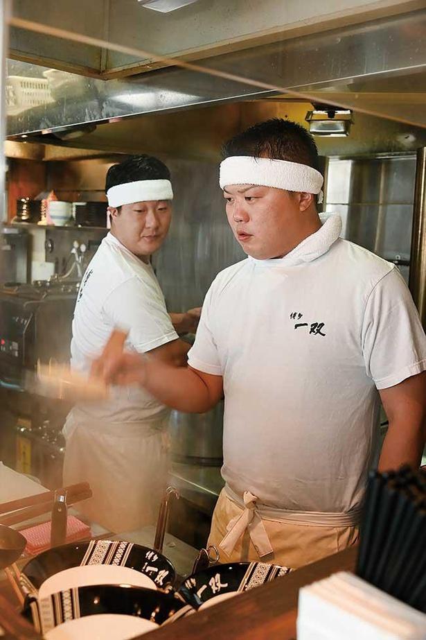 店主の山田晶仁さん(右)・章仁さん(左)