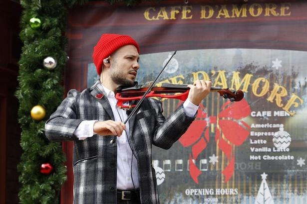 物語を彩るバイオリンの音色にも酔いしれて