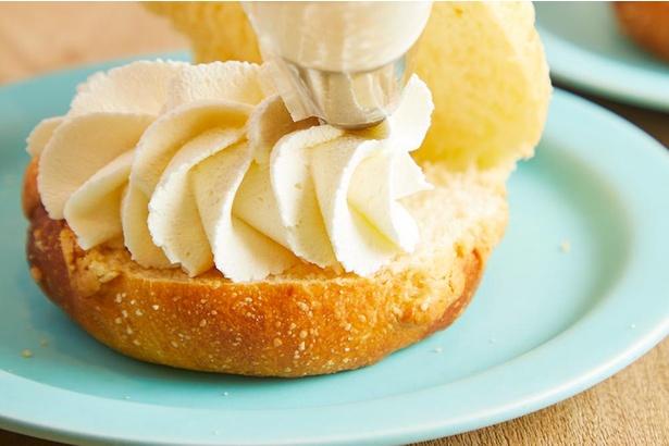「milk」自慢の生クリームを堪能できるメロンパンに