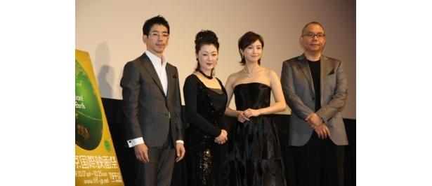 映画「ゼロの焦点」のワールドプレミアに出席した野間口徹、黒田福美、広末涼子、犬童一心監督(写真左から)