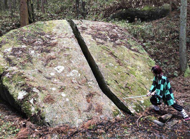 炭治郎が岩を真っ二つに斬るシーンを再現