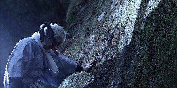 「一刀石」を舞台にすれば、鱗滝左近次のコスプレも真に迫った写真に!鱗滝「最終選別、必ず生きて戻れ」