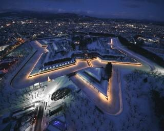 多彩な表情を見せる光の世界、北海道函館市で「五稜星の夢イルミネーション」が開催中