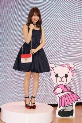 「ピンクはトレンドカラー。女の子はピンクが好きなんですよ」と話していた小嶋