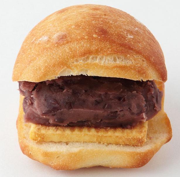 【写真】「あんバター」(税込250円)は、たっぷりのあんとバター、きな粉の香りが相性抜群 / SIBERIA