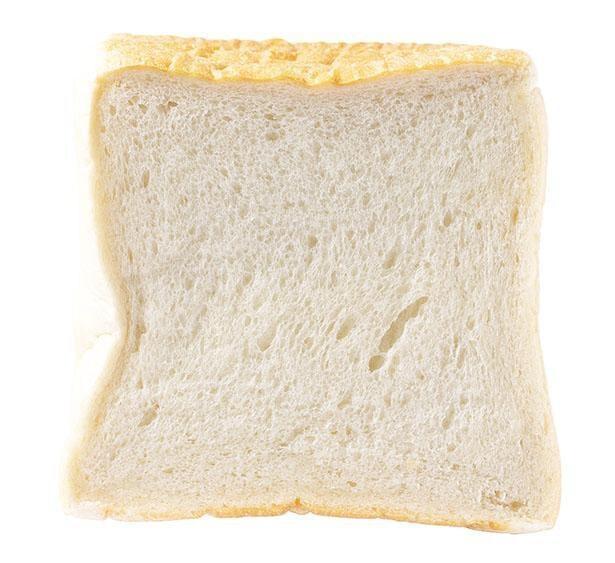 「マコト食パン 」(ハーフ[1斤]315円)は、香りや甘みといった小麦本来の味が堪能できる / マコト製ぱん所