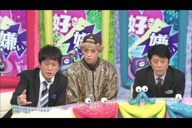 熱く討論する吉田敬(左)、りゅうちぇる(中)、坂上忍(右)