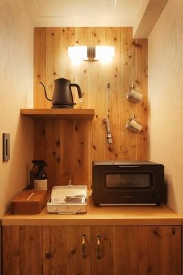 【写真を見る】朝食のパンはバルミューダ社のトースターで焼いて召し上がれ!