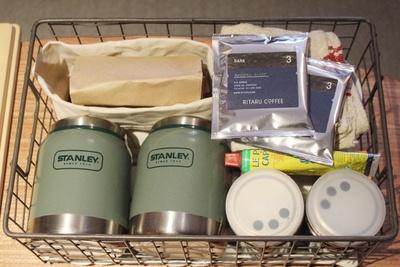 朝食はパンとスープ、コーヒーなどをバスケットに入れて部屋に運んでくれる