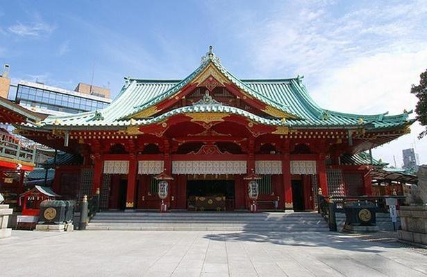 1934(昭和9)年造営の鉄骨鉄筋コンクリート造・総漆塗の社殿