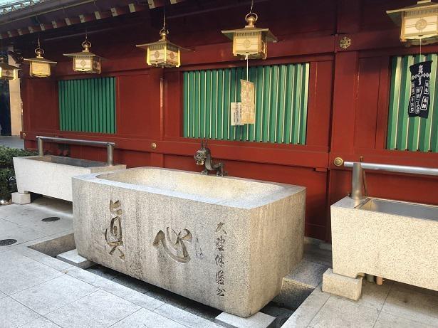 神田明神の手水舎では柄杓を撤去して対応している