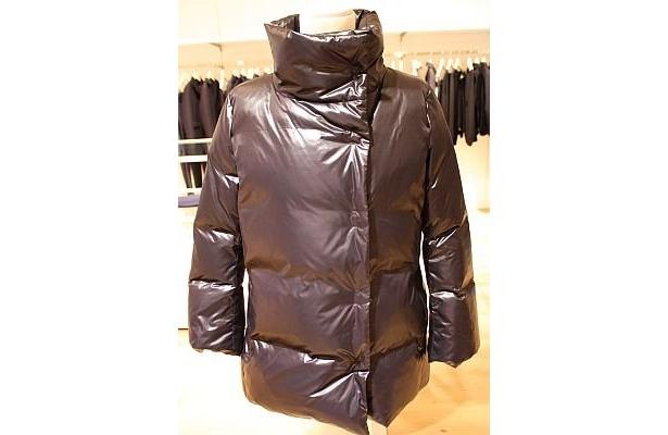 「W(+J)プレミアムダウンコート」(1万2900円)、カラーはブラックのみ