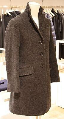 「W(+J)シングルコート」(1万2900円)は、グレーとオリーブの2色で展開