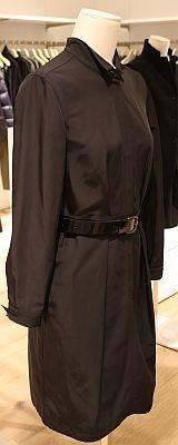 「W(+J)タフタシャツドレス(長袖)」(4990円)は、ブラックのみの展開