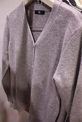 「W(+J)ミドルゲージカシミヤVネックセーター(長袖)」