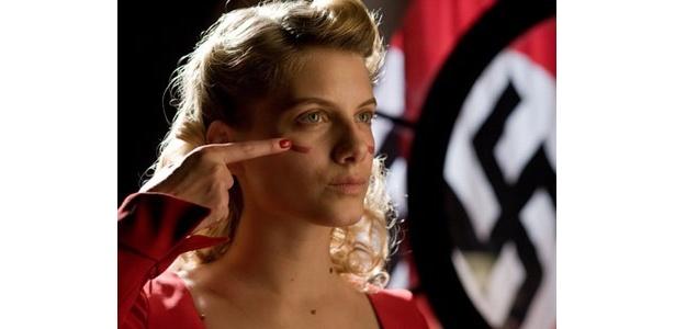 大抜擢されたセクシーな悪女を演じるフランス女優、メラニー・ロラン