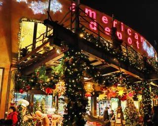 カラフルなイルミネーションが輝く!沖縄県北谷町で「美浜アメリカンビレッジ 2020クリスマスイルミネーション」が開催中