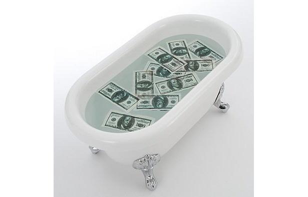 憧れのお札風呂で気分はバブリー!