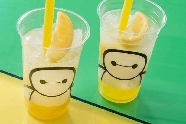 【写真】ベイマックスのキュートなカップに、レモン風味のスパークリングドリンクがイン!