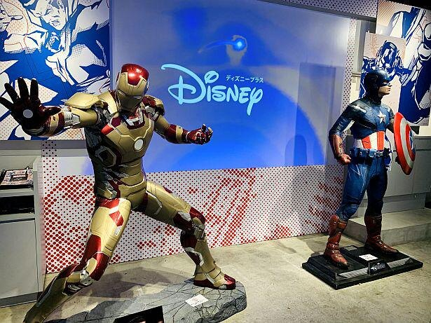 『キャプテン・アメリカ』と『アイアンマン』が立ち並ぶ