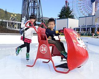 富士急ハイランドの冬の風物詩 2つの屋外スケートリンクが今季も順次オープン