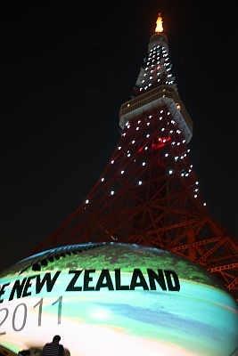 東京タワーの真下に、巨大なラグビーボールが!
