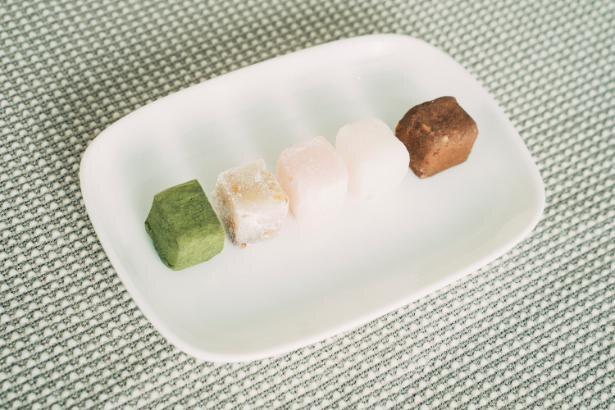 「SUAMA」(800円)。プレーン、くるみメープル、抹茶、チョコアーモンドに季節のフレーバーが加わる5種のセット