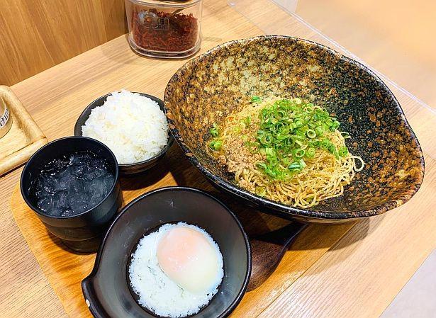 「キング軒」の「汁なし担担麺」は「0辛(子供用)」から「4辛」の5段階で提供。シメに、ご飯を入れて「担々ごはん」を食べられる
