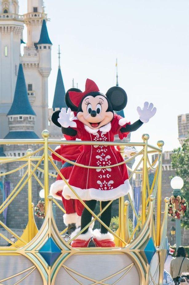真っ赤な衣装がかわいいミニーマウス