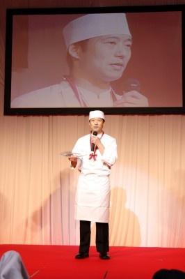 この中華まんで優勝した吉冨太慈料理長。昨年の準優勝からついに栄冠!