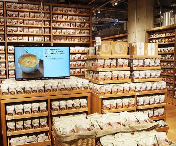 バターチキンやグリーンカレーなど、定番人気の商品がたくさん