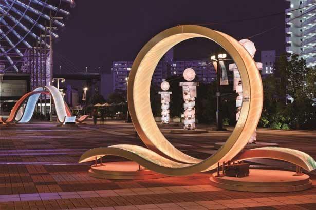 30周年記念のオブジェがライトアップ
