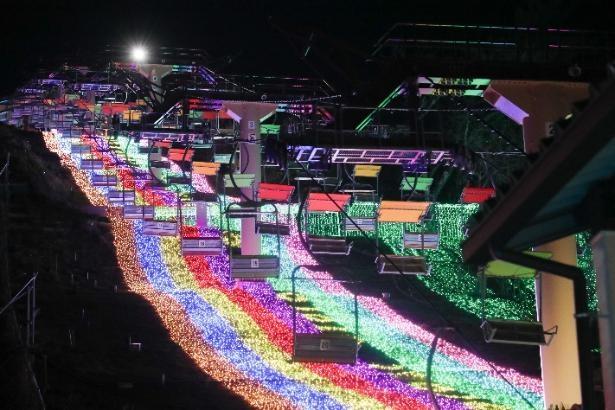 虹のリフトは、「ポケットモンスター」シリーズで流れる音楽を聴きながら空中散歩