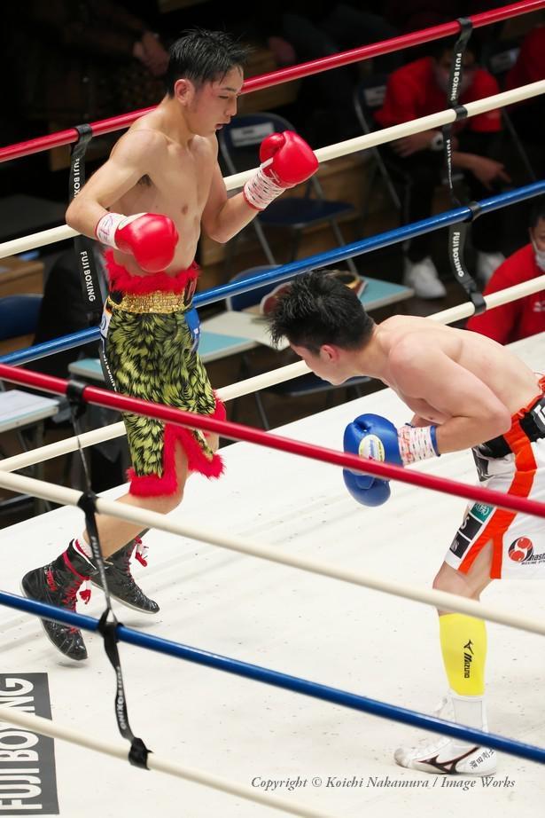 5回以降は、足を使ったボクシングを展開し、主導権を掴んだ