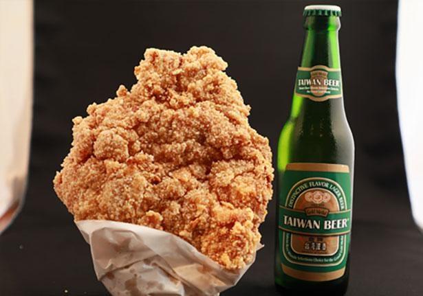 ビッグサイズの大鶏排(ダージーパイ)は食べ応え抜群