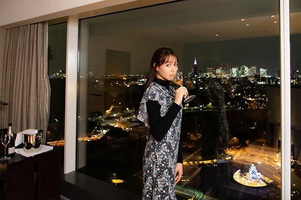【写真】モデル・女優のトリンドル玲奈さんにホテルニューオータニのイルミを眺めながらインタビューを実施!