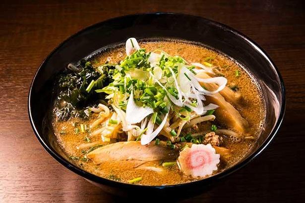 炒め野菜の旨味がたっぷり入った、甘めのスープがクセになる札幌味噌ラーメン