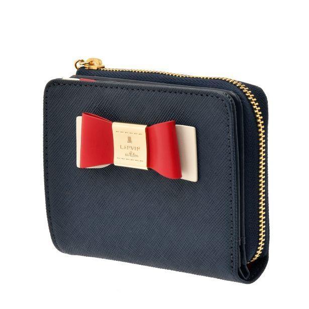 財布にも立体的なリボンのデコレーションが付いている