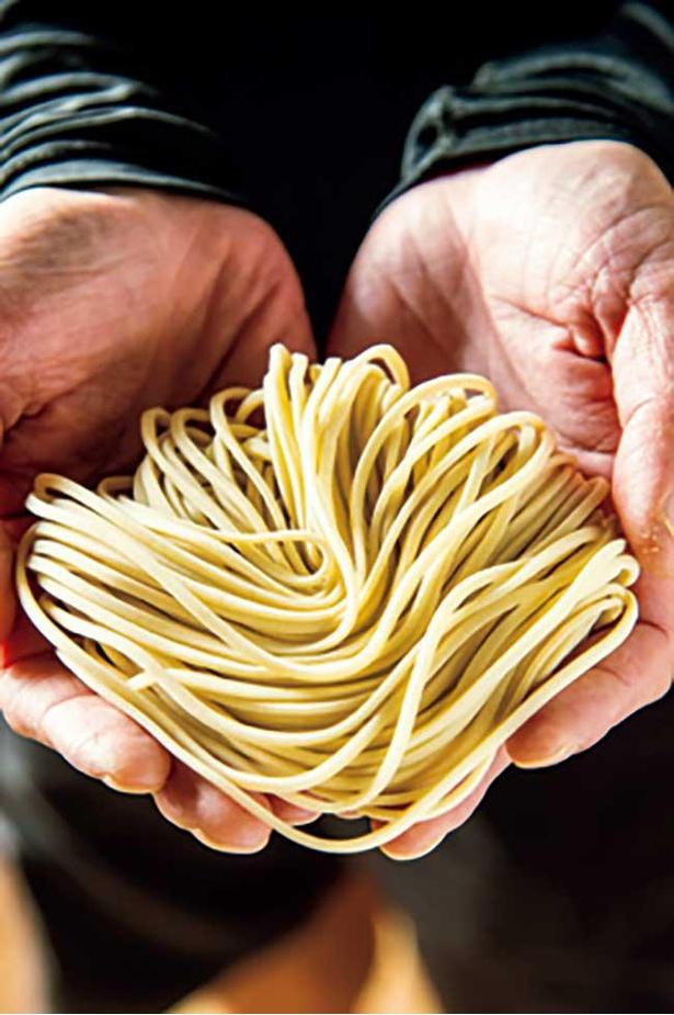 【写真】ラーメンの麺は小麦の香りが立ち、モチモチ食感