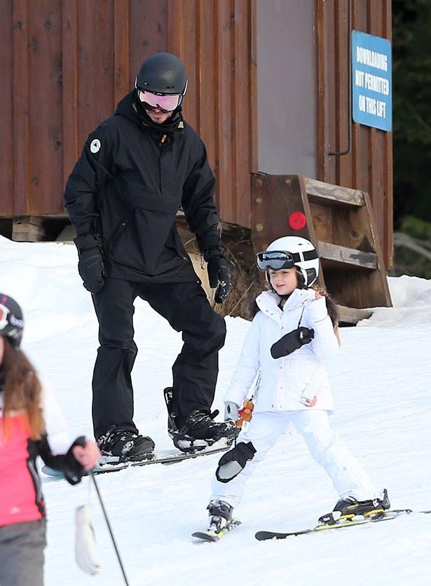 【写真を見る】スキーをするハーパーがキュートすぎる!