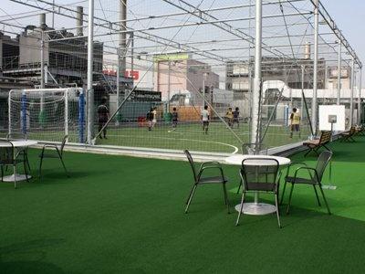 「LABI1 日本総本店 池袋」は、10/30(金)10:00オープン。屋上にあるフットサル専用コート「adidas FUTSAL PARK」は、LABI初登場の施設