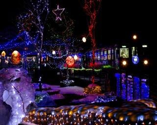 幻想的な駅を列車が走る、群馬県桐生市で「第17回わたらせ渓谷鐵道各駅イルミネーション」が開催中